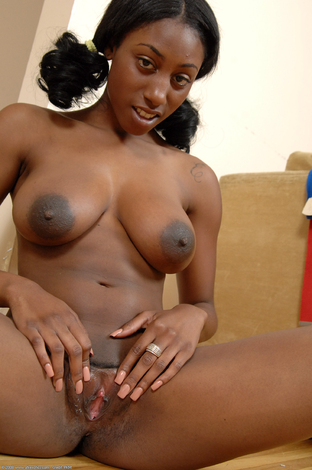 Are Ebony Ethiopia Models Pussy azz shoulders down