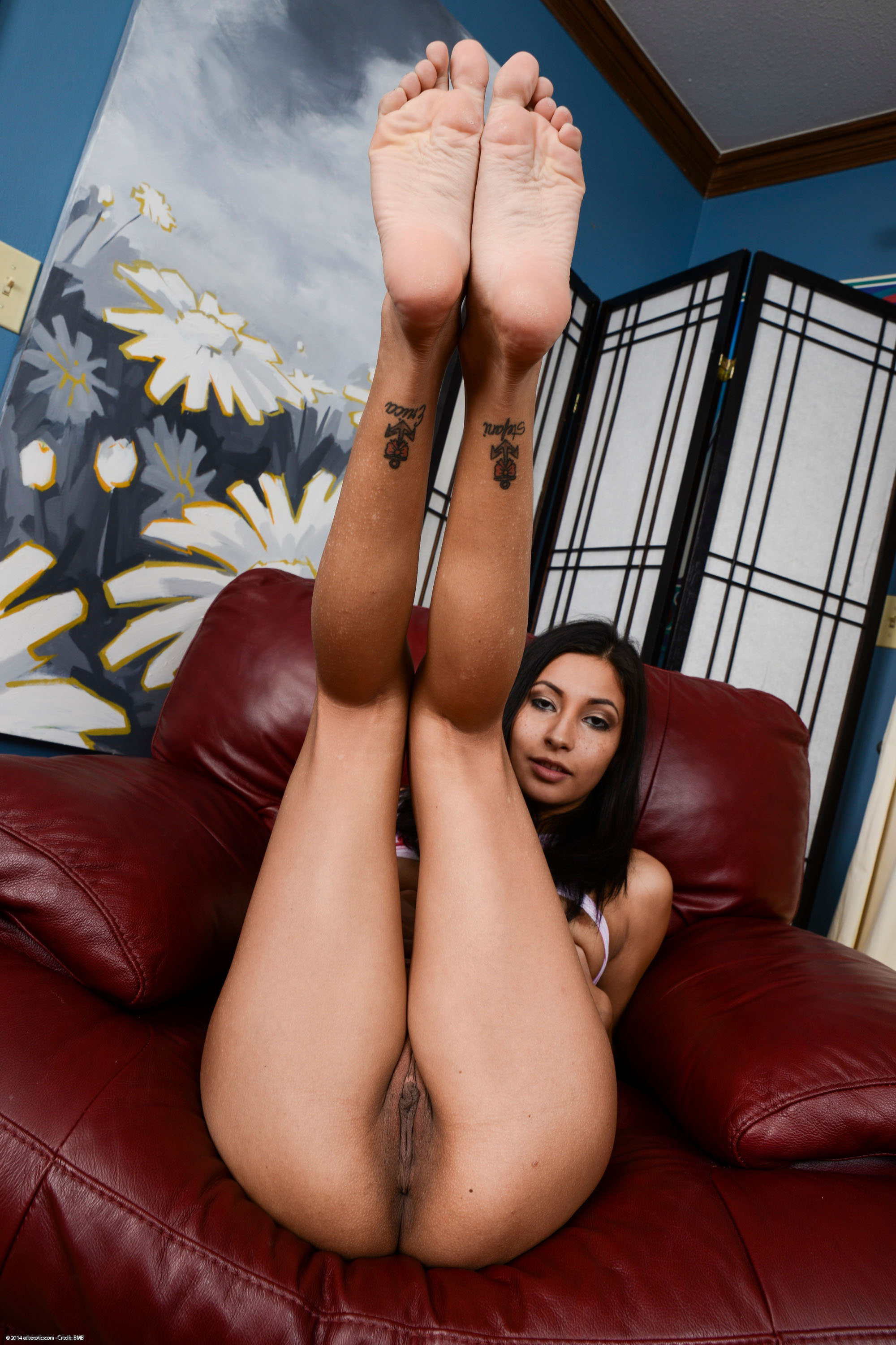 18 year old ebony babe nails her ass on a stiff cock - 3 5