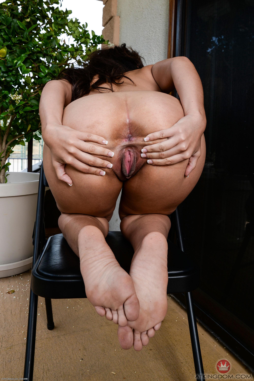 Pornpros exotic honey jaye austin gives man her goodies 3