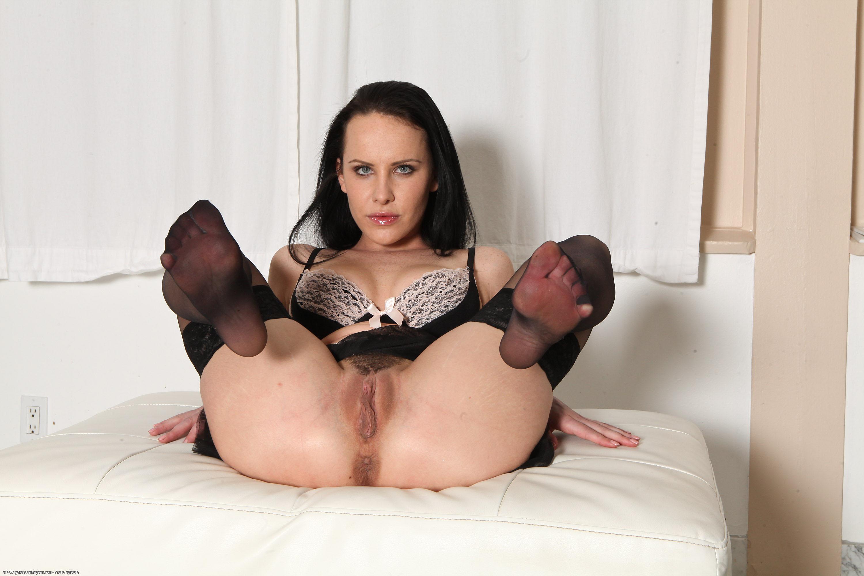 Нагая порноактриса Katie St. Ives смотреть онлайн 2 фото