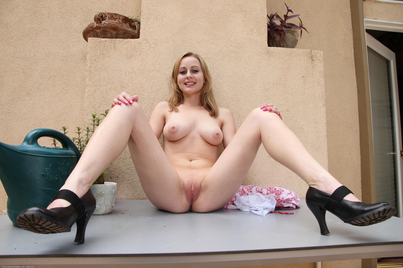 chastnoe-golie-nudistki