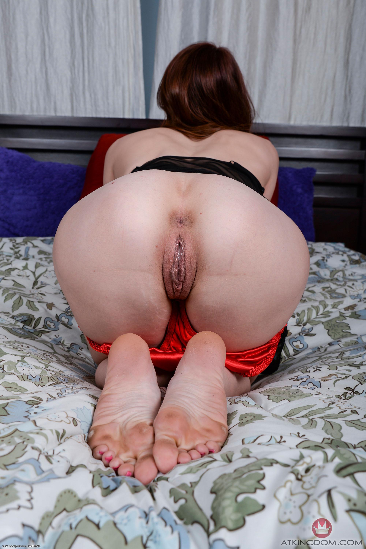 Порно чулках голые женщины стоящие раком с волосатыми кисками порно муж застукал